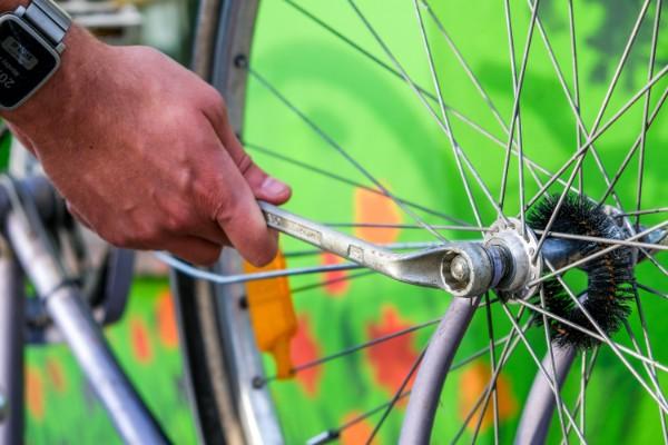 How it works - Fixing bike