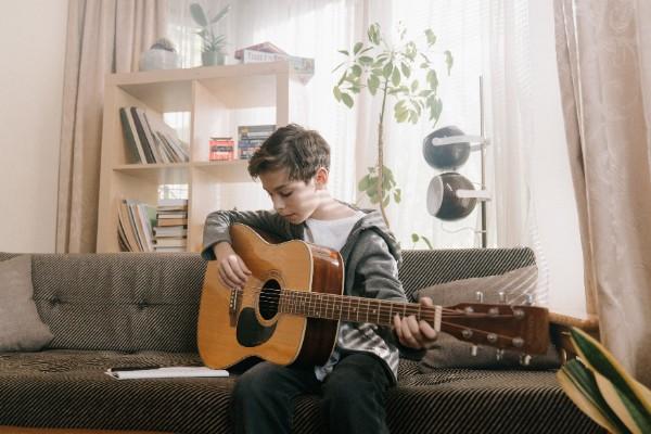 Borrow things - boy & guitar
