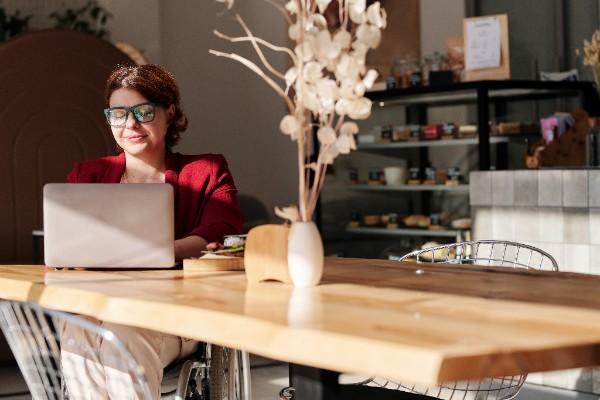 Get borrowing - Lady ordering